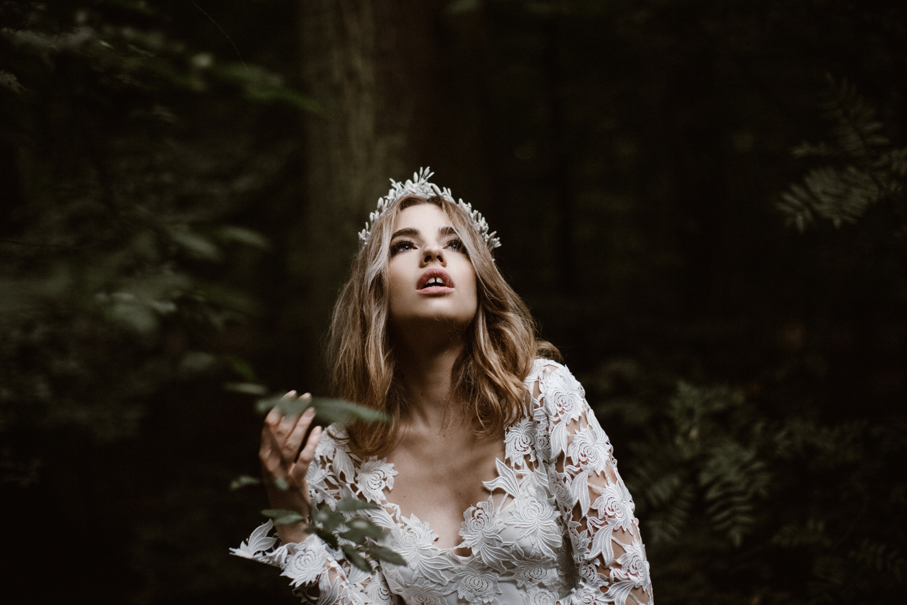 river-and-fern-london-bride-woodland-shoot-10