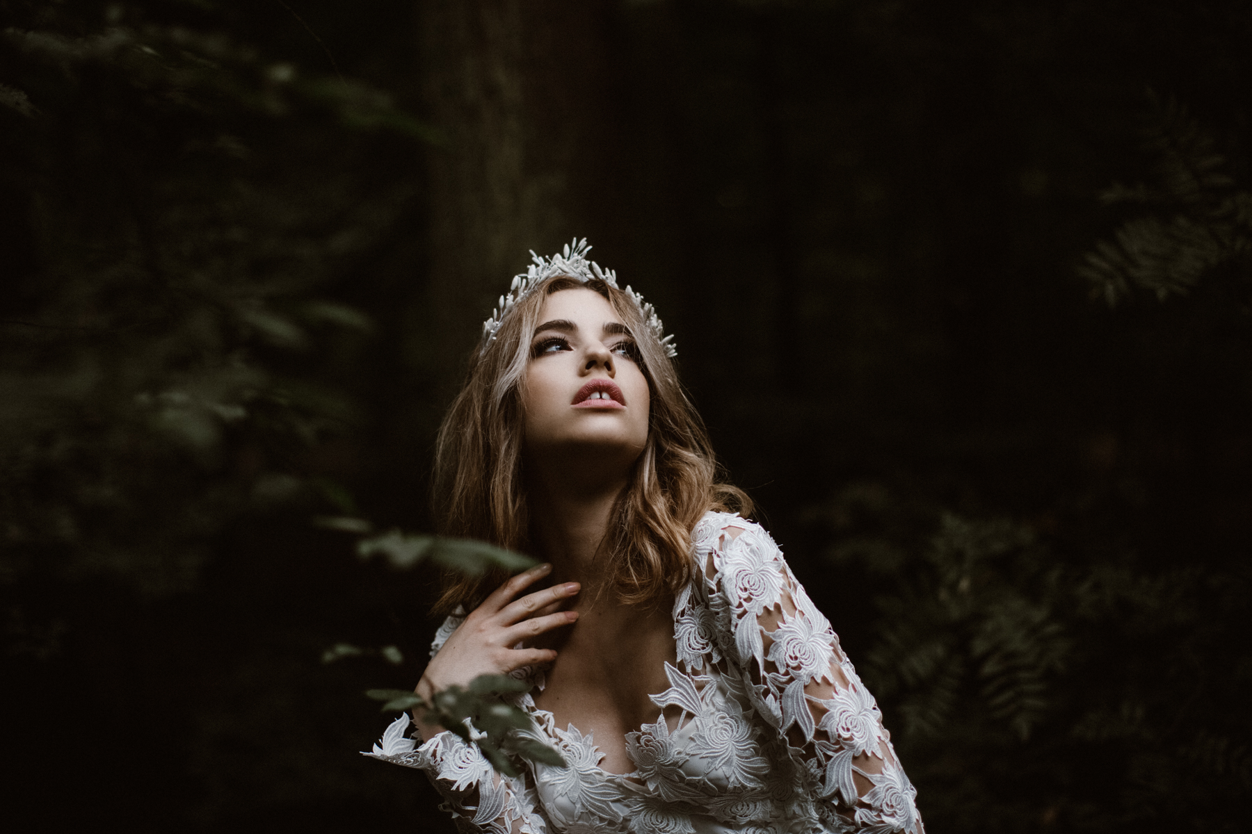river-and-fern-london-bride-woodland-shoot-11
