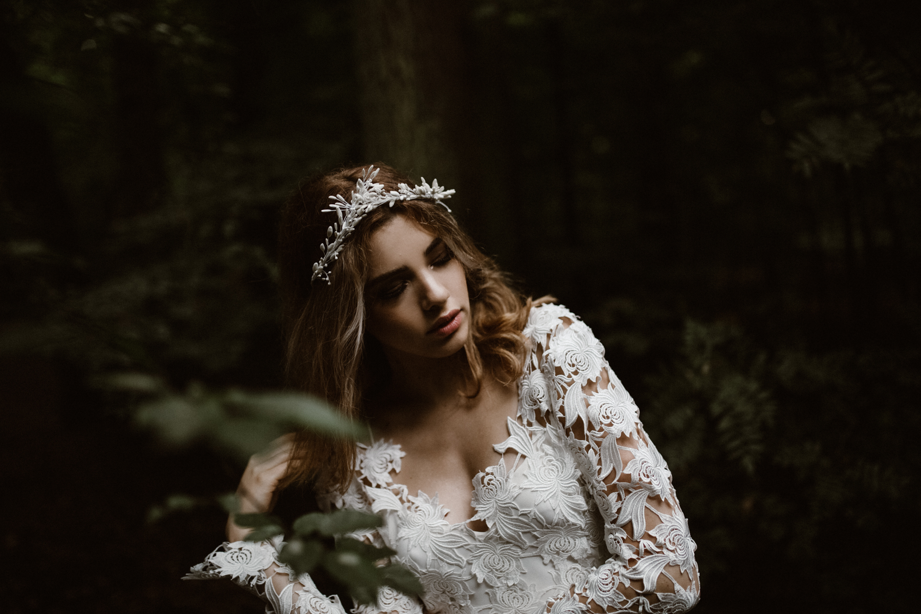 river-and-fern-london-bride-woodland-shoot-12