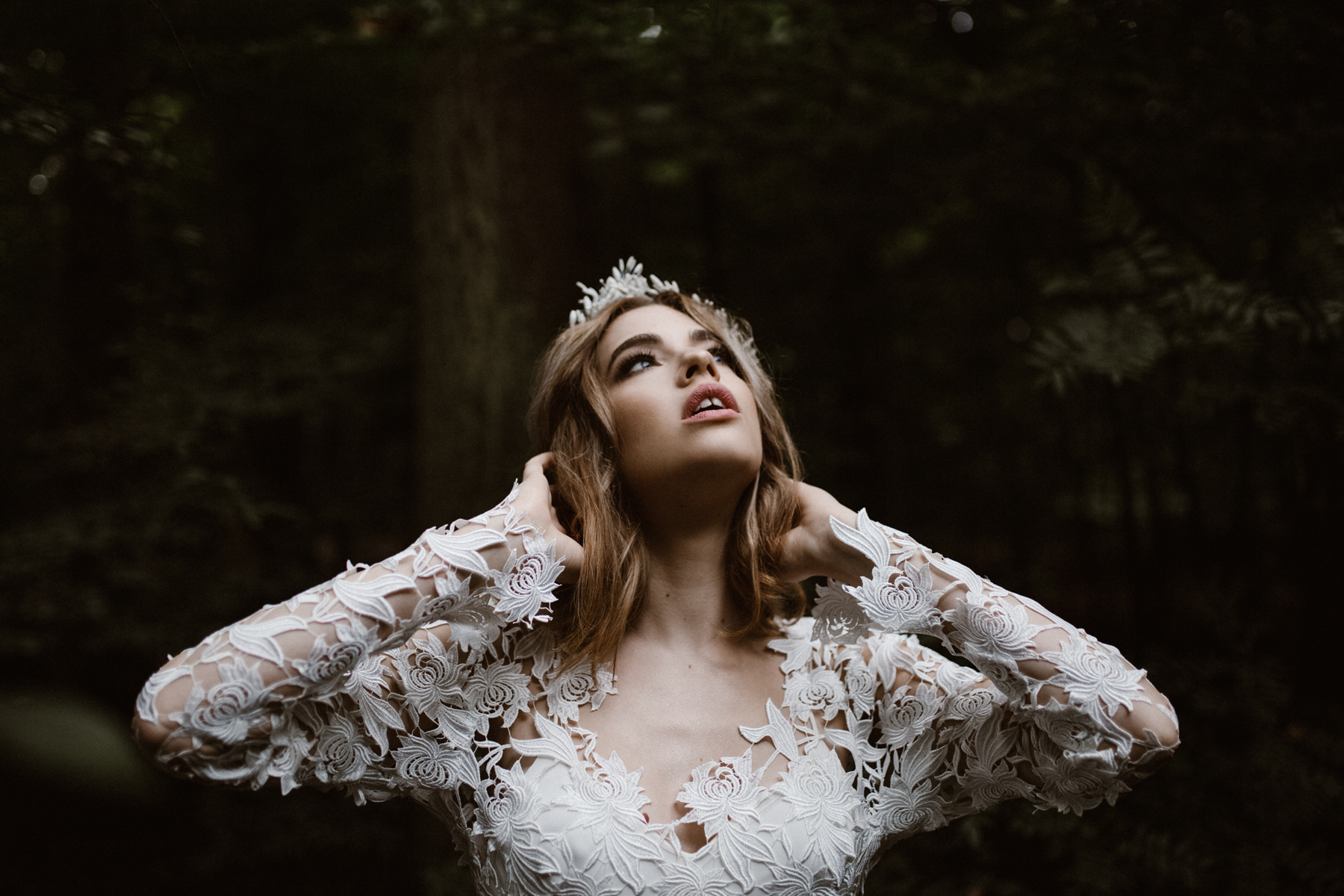 river-and-fern-london-bride-woodland-shoot-14