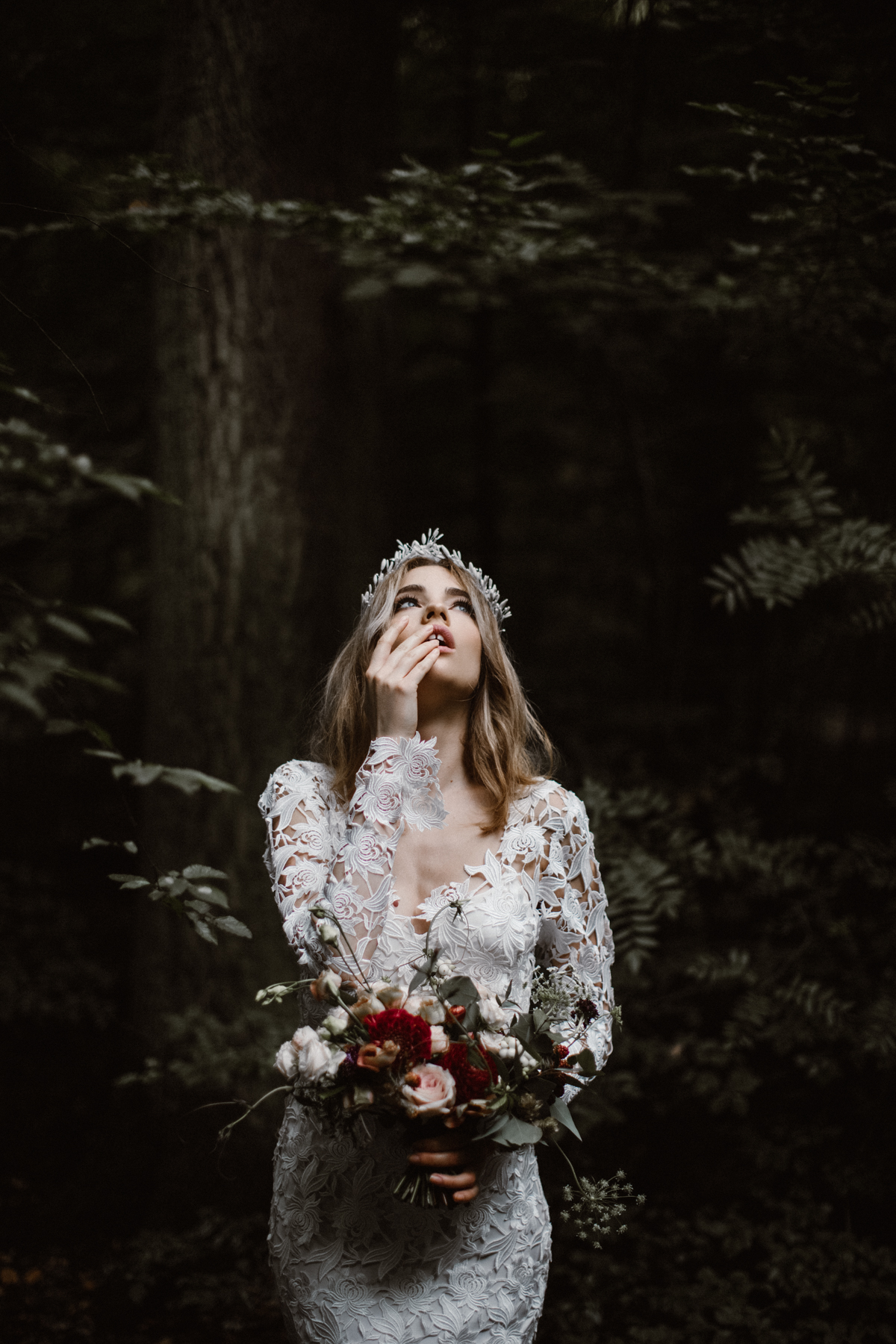 river-and-fern-london-bride-woodland-shoot-16