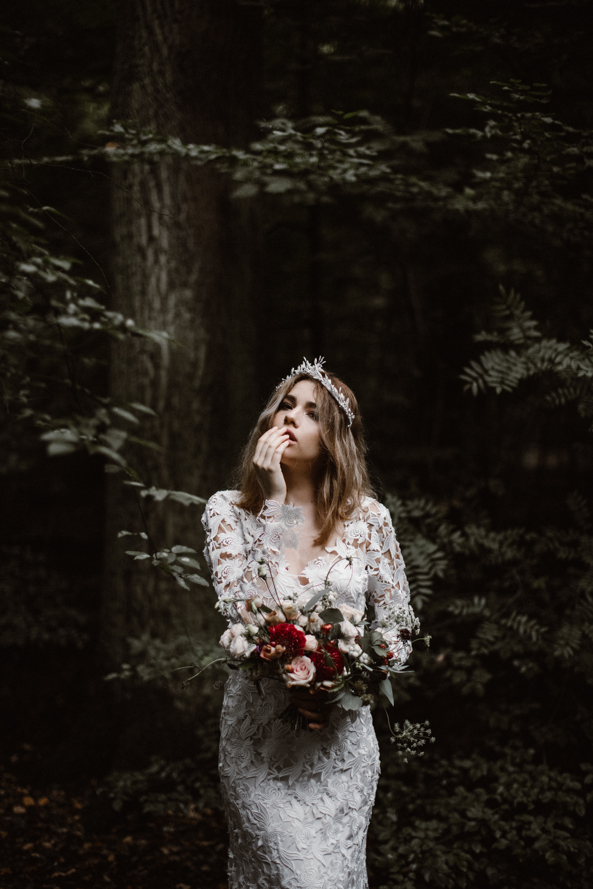 river-and-fern-london-bride-woodland-shoot-17