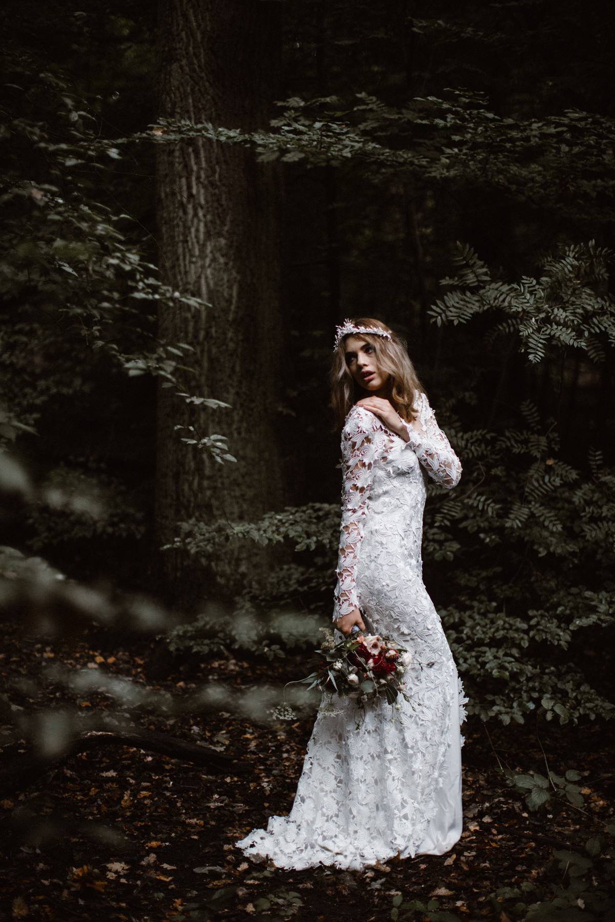 river-and-fern-london-bride-woodland-shoot-21