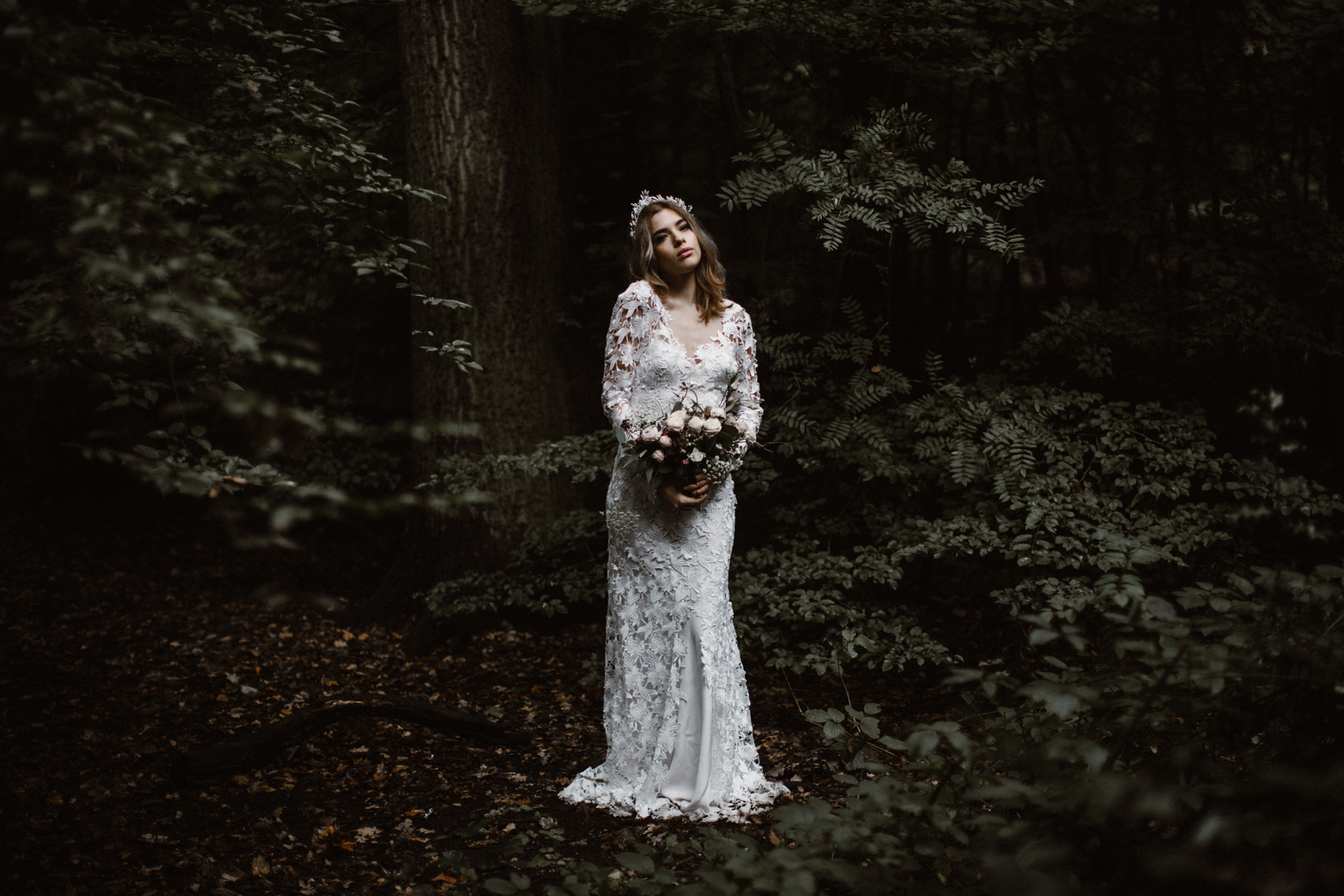 river-and-fern-london-bride-woodland-shoot-22