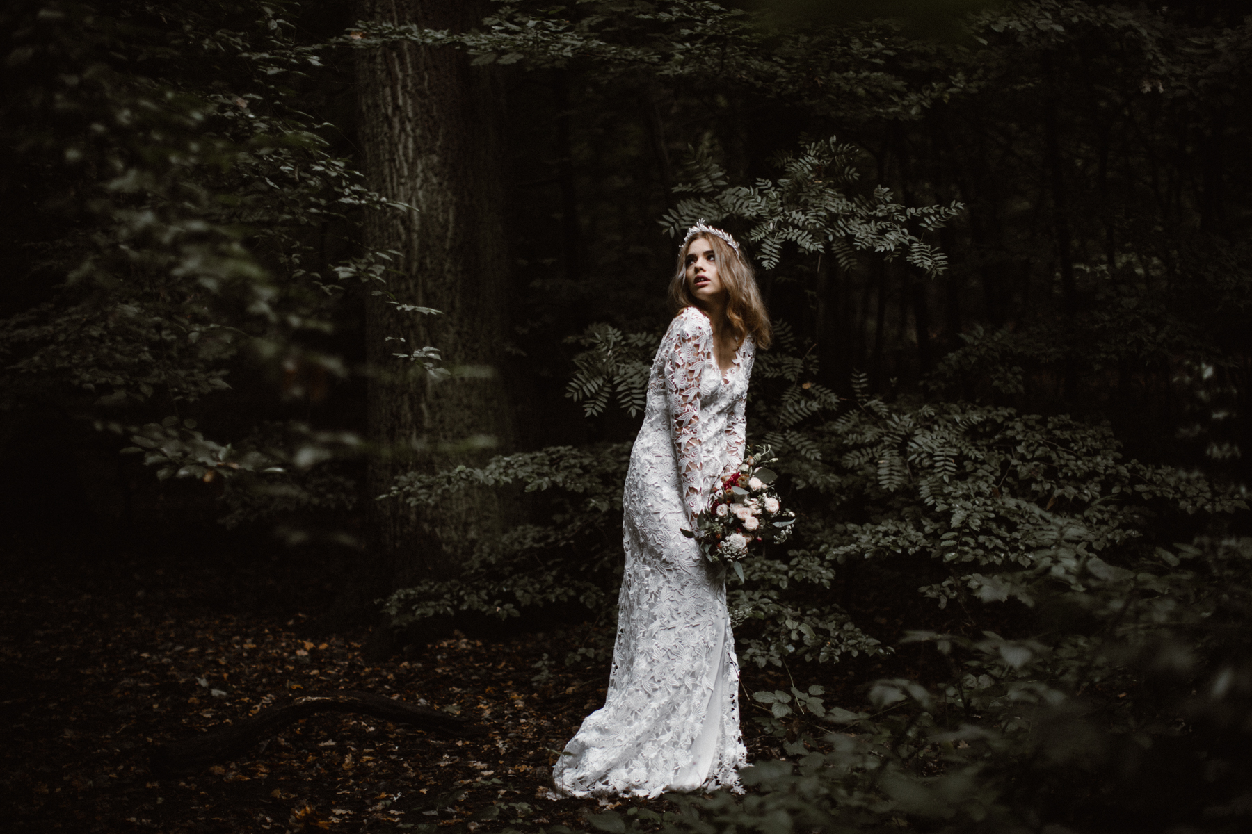 river-and-fern-london-bride-woodland-shoot-23