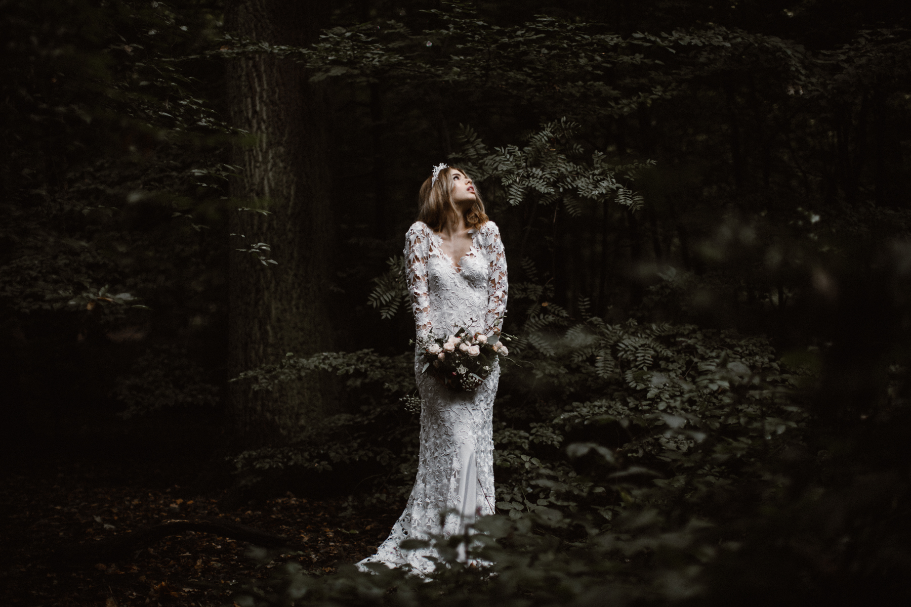 river-and-fern-london-bride-woodland-shoot-24