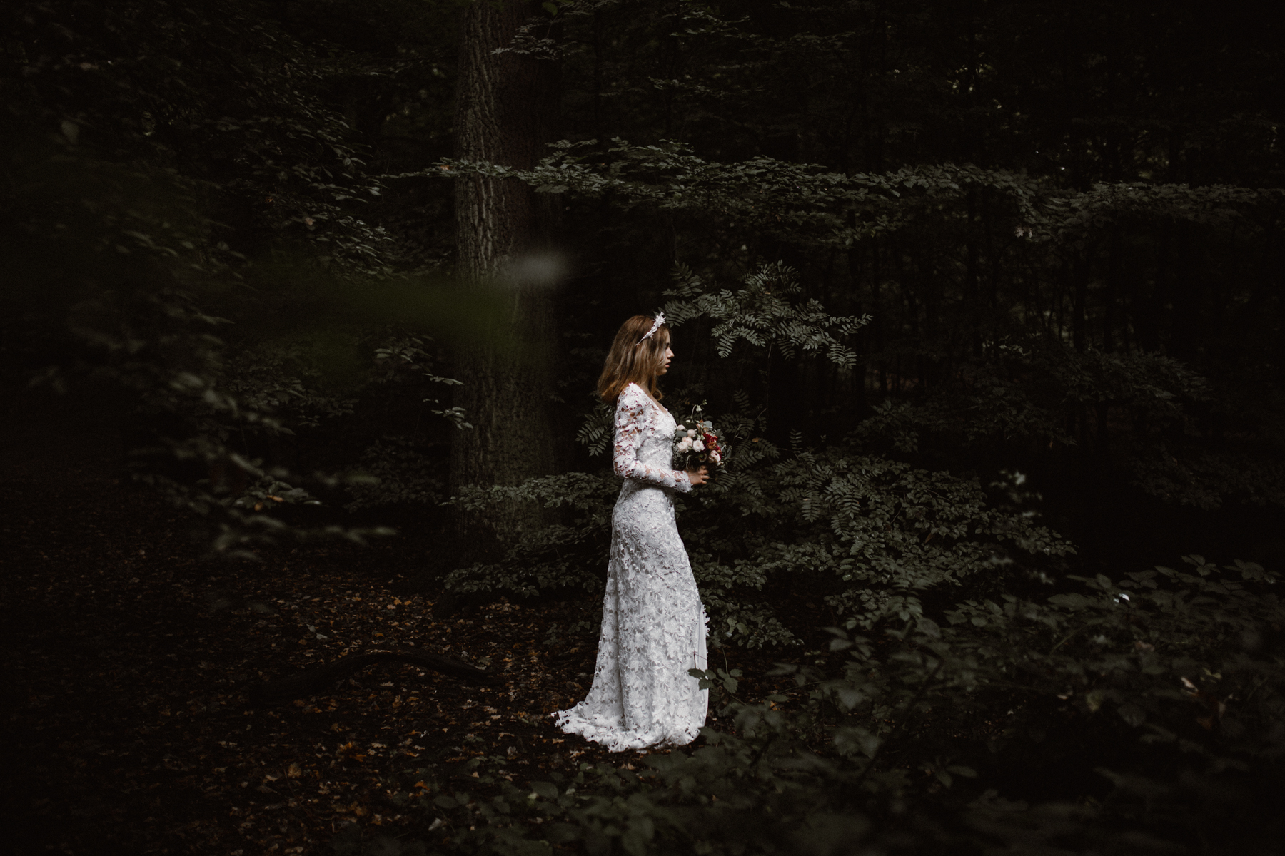 river-and-fern-london-bride-woodland-shoot-25
