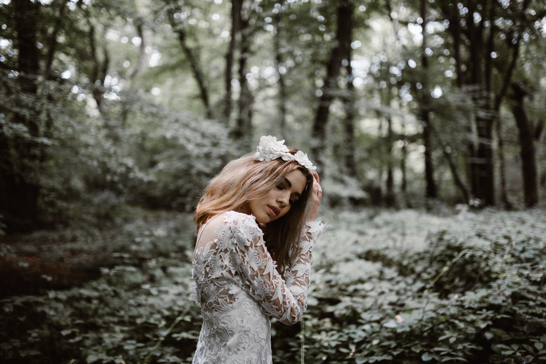 river-and-fern-london-bride-woodland-shoot-27