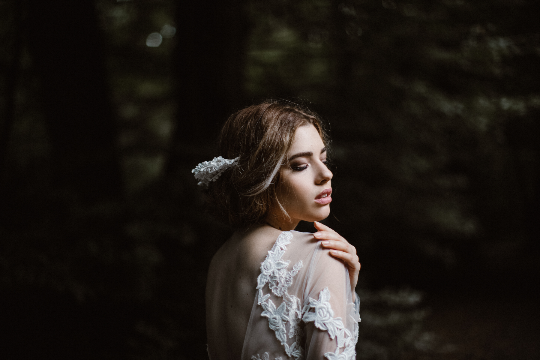 river-and-fern-london-bride-woodland-shoot-28