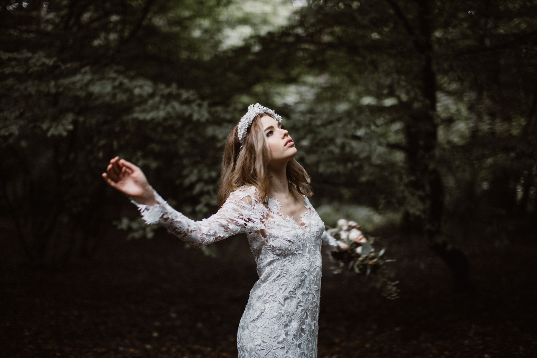 river-and-fern-london-bride-woodland-shoot-4