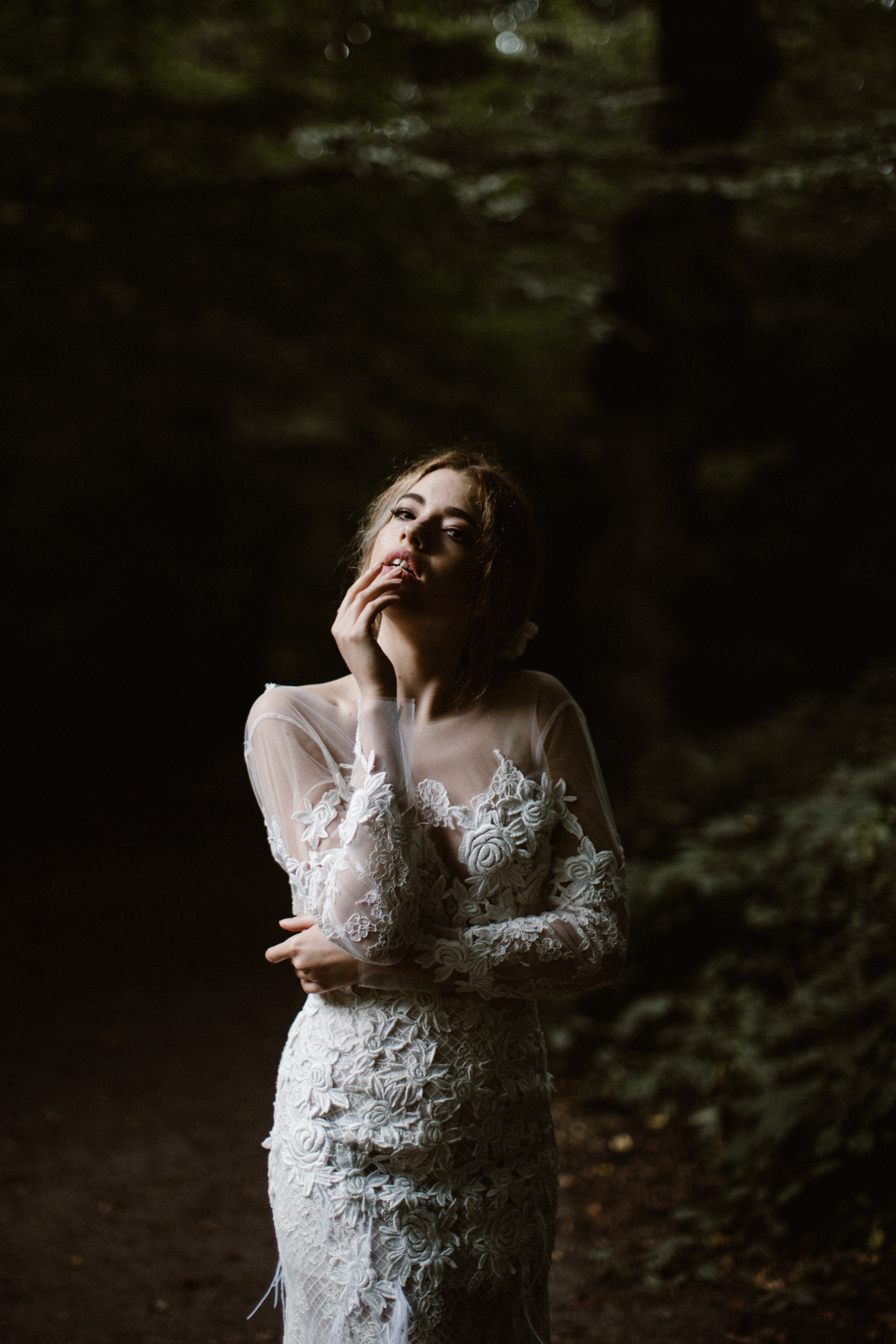 river-and-fern-london-bride-woodland-shoot-40