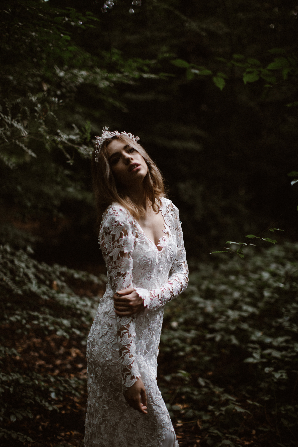 river-and-fern-london-bride-woodland-shoot-5