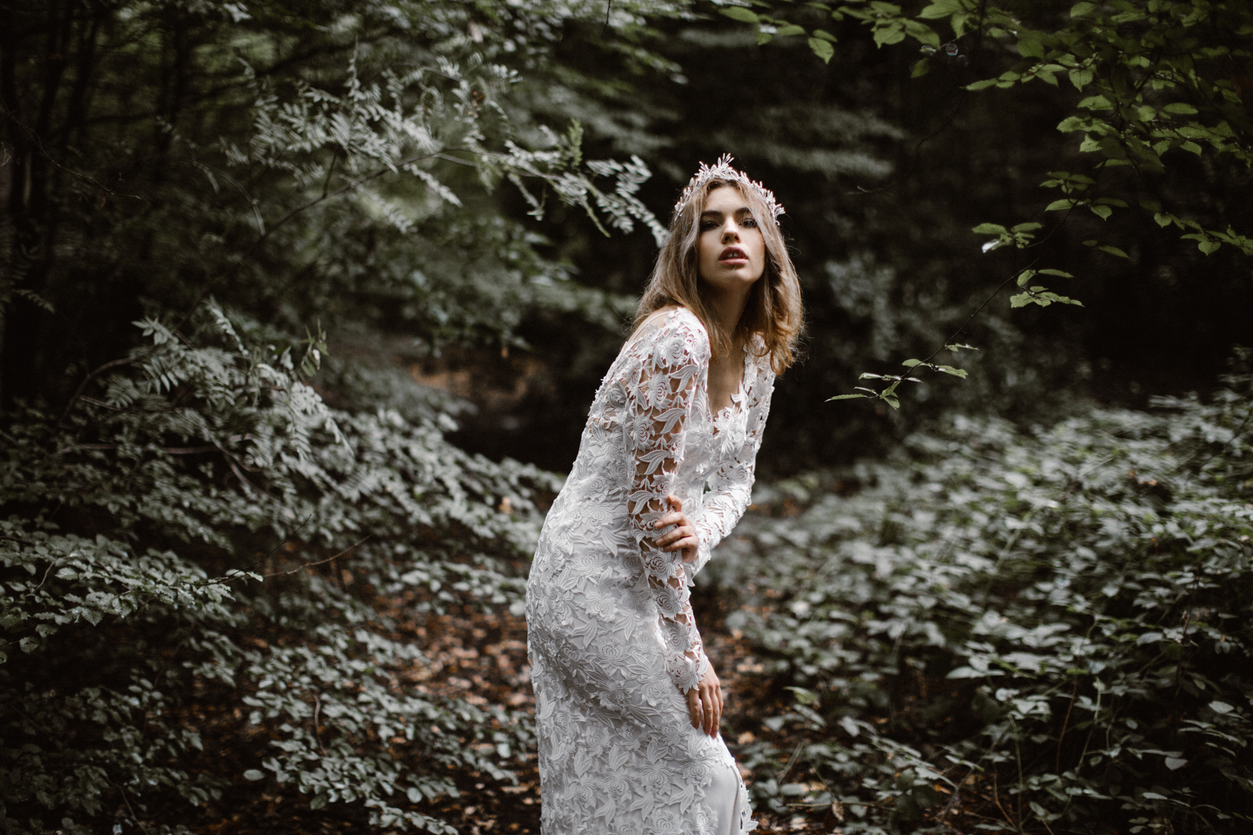 river-and-fern-london-bride-woodland-shoot-6