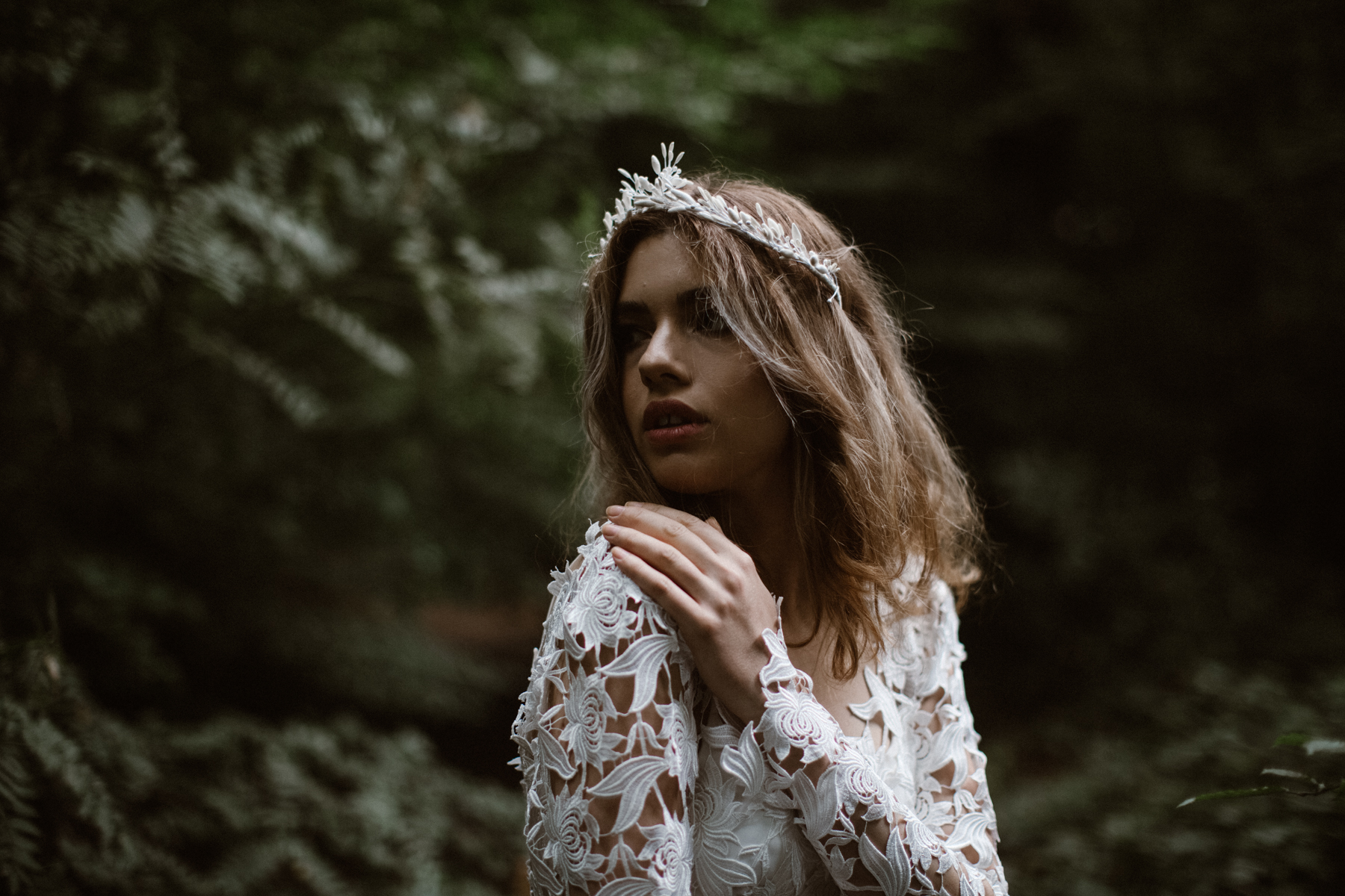 river-and-fern-london-bride-woodland-shoot-7